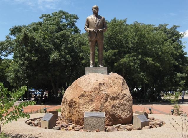 yb-sertse-khama-statue