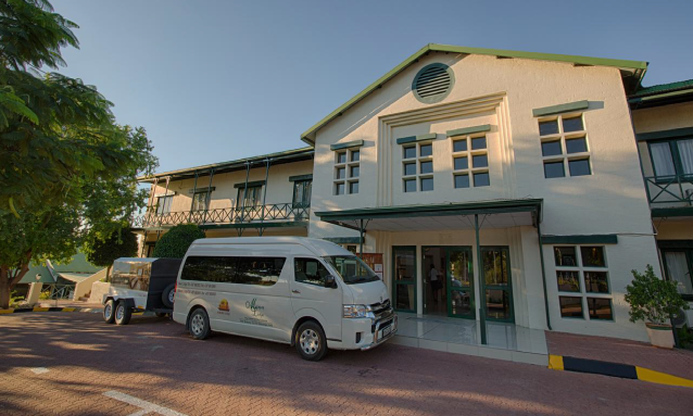 maun-lodge-bus